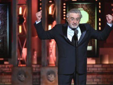 Desafeto de Trump, Robert De Niro é aplaudido de pé por xingar o presidente na entrega dos Tonys