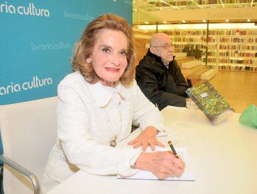 """Vera Salem arma noite de autógrafos para lançamento de """"O Amor Vive Aqui"""""""