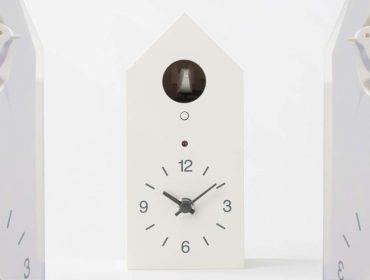 Lá em Casa: versão minimalista do relógio cuco da Muji na Japan House SP