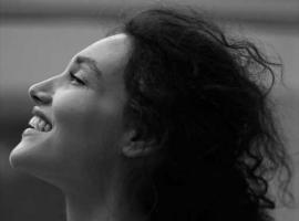 """Debora Nascimento sobre a maternidade: """"Estou mais forte, selvagem, sangue no olho"""""""