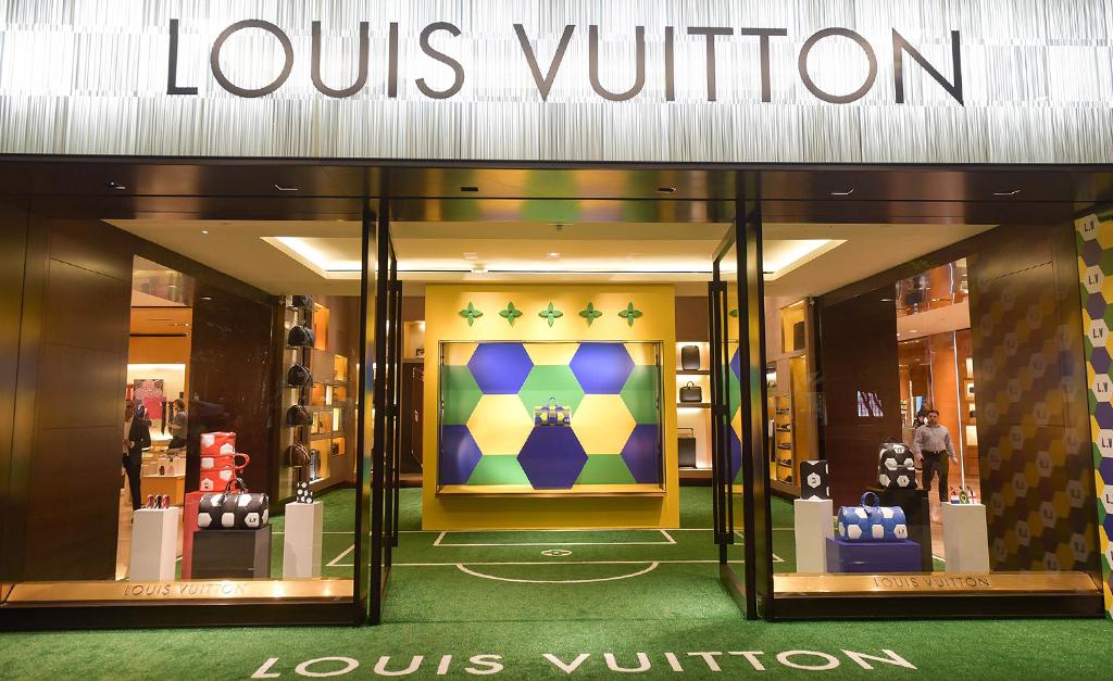 01906ec08a Louis Vuitton lança uma coleção de produtos oficiais inspirado na Copa do  Mundo || Créditos: Divulgação