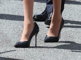 Meghan Markle só usa sapatos de salto maiores que seus pés. O motivo?