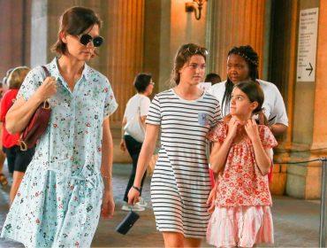 Hamptons, parada gay de NY e Paris: o verão de Suri Cruise está dos mais agitados