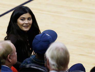 Kylie Jenner segue tendência nos EUA e revela que retirou preenchimentos que fez no rosto