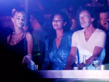 Depois da desclassificação da Inglaterra na Copa, Mick Jagger caiu na pista de dança com modelo
