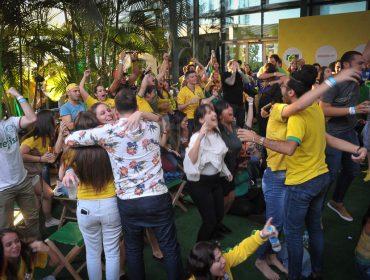 Derrota do Brasil não desanimou a turma que assistiu a partida na Arena Placar UOL