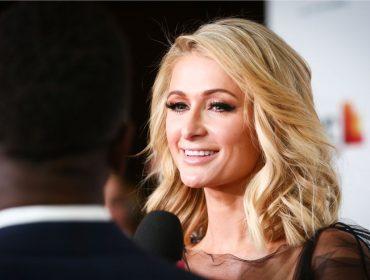 Paris Hilton lança linha de cosméticos com pó de diamante para competir com Kylie Jenner