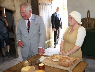 """Em visita ao País de Gales, príncipe Charles revela o maior """"guilty pleasure"""" de Camilla Parker-Bowles"""
