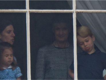 """Príncipe George """"cai na farra"""" durante evento real e leva bronca de babá espanhola"""