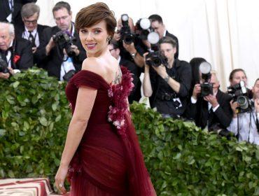 Criticada por aceitar papel transgênero, Scarlett Johansson divulga nota carregada de ironia