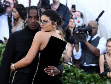 Kylie Jenner e Travis Scott acabam com rumores de separação com romantismo pela Europa