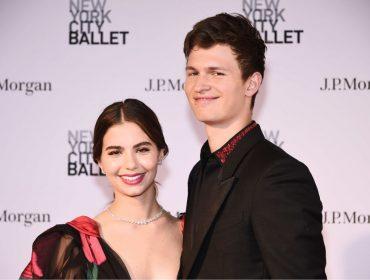 Um dos galãs do momento em Hollywood, Ansel Elgort revela que adora usar as bolsas da namorada