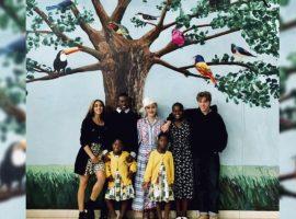 Família unida: Madonna e seus seis filhos passam temporada no Malaui. Vem ver