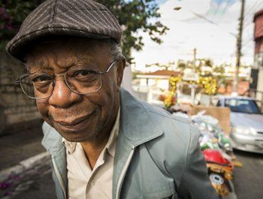 """Milton Gonçalves faz catador de lixo em novela: """"Negro que escolhe papel está com grana no bolso"""""""