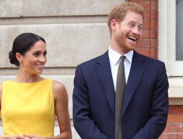 Meghan Markle usando amarelo, cor favorita da rainha, endossa amizade entre as duas