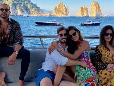 Izabel Goulart consola namorado, o goleiro alemão Kevni Trapp, em férias luxuosas por Capri