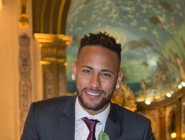 A poderosa coleção de brincos de Neymar vale milhares de reais e estão aquecendo mercado de joias