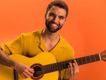 """Em turnê do novo álbum, """"Brasileiro"""", Silva comemora sua melhor fasee é um dos queridinhos do momento"""
