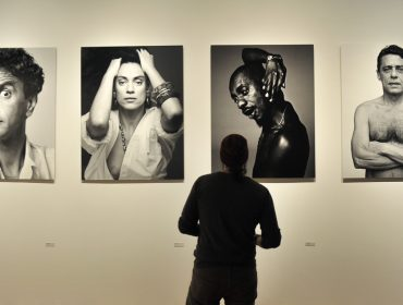"""Bob Wolfenson reflete sobre profissão e nova mostra: """"É a exposição de uma vida, da aventura de ser um fotógrafo"""""""