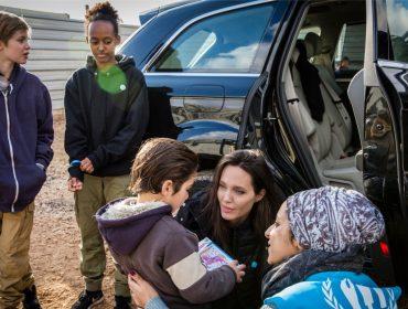 Extra! Revista americana afirma que Angelina Jolie pensa em adotar mais um filho