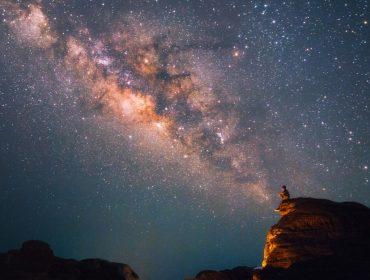 """A culpa é das estrelas: a nova tendência entre os viajantes descolados é o """"astroturismo"""". Vem!"""