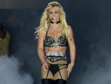 Principal atração de parada gay inglesa, Britney Spears subiu ao palco sem saber onde estava