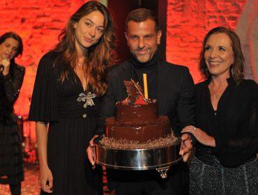 Alexandre Birman armou jantar dos bons para comemorar aniversário na Pinacoteca