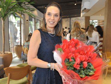 Esther Schattan comemora aniversário com almoço cheio de lulus no restaurante Mondo