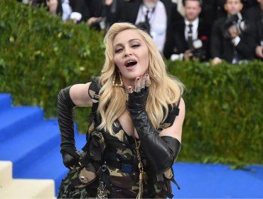 Madonna posta foto de calcinha e sutiã, e divide opiniões dos fãs. Vem ver!