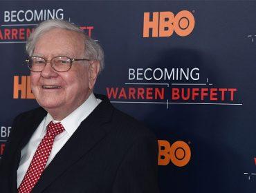 Warren Buffett, que não tem celular, lucrou mais de R$ 8 bi só nesta quarta graças ao iPhone
