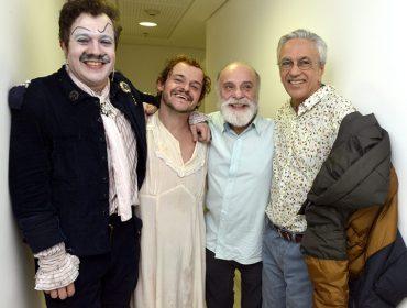 Caetano Veloso na plateia de musical só com canções dele estrelado por Matheus Nachtergaele