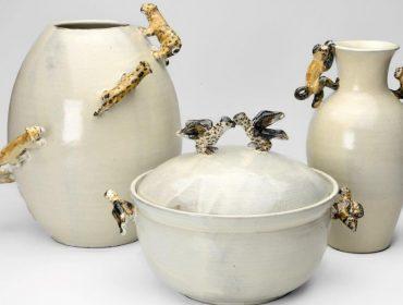 Lá em Casa: a delicadeza das cerâmicas com mini esculturas de Renato Imbroisi e Lui Lo Pumo