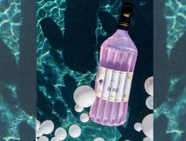 Lá em Casa: o melhor do verão traduzido na boia em forma de garrafa Rosé