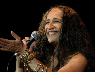 Maria Bethânia prepara novo disco para 2019. Vem saber!