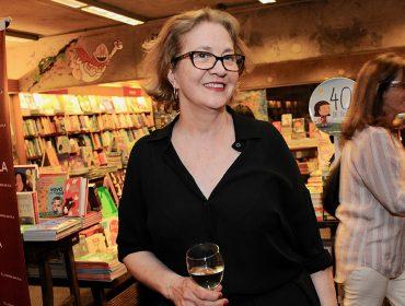 """Ledusha Spinardi autografa o livro """"Lua na Jaula"""" na Livraria da Vila"""