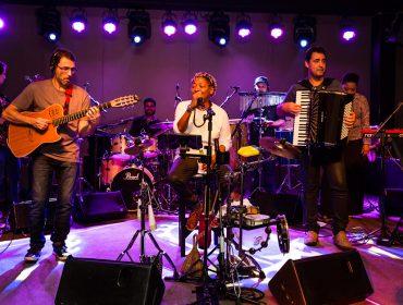 Mart'nalia faz show em aniversário da associação Tucca