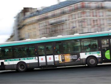 """Homem que """"apertou"""" bumbum de mulher em Paris é o primeiro preso graças a nova lei anti-assédio"""