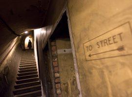 Já pensou em visitar estações de metrô abandonadas? Em Londres o tour será possível!