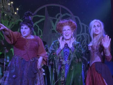 """Tá no clima de Halloween? A dica é fazer um tour pelos sets do clássico filme """"Abracadabra"""""""