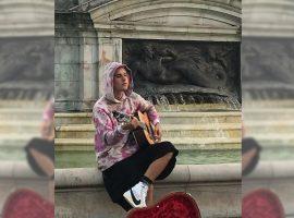 Justin Bieber dá pinta em Londres e causa tumulto em frente ao Palácio de Buckingham