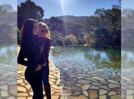 Em fase sentimental, Isis Valverde, grávida de 7 meses, homenageia a mãe com poema
