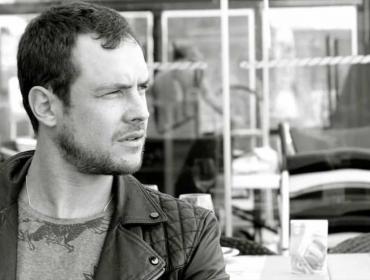 """Sergio Guizé, novela não: """"Me enfiaria num lugar de conforto"""""""