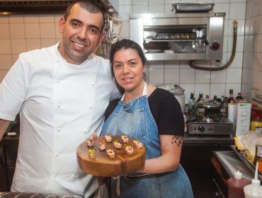 Janaína e Jefferson Rueda abriram seu apê para petit comité no sábado
