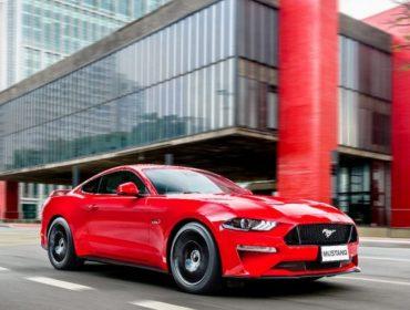 Com muito estilo: convidados vão de Ford Mustang para festa de 12 anos da Revista JP