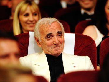 """Eleito o """"artista do século"""" pela CNN, cantor francês Charles Aznavour morre aos 94 anos"""