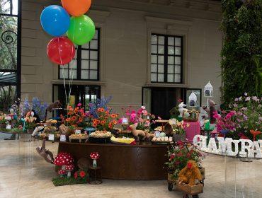 """""""Bem-vindos à Primavera"""". Lucia Millan fez jus ao tema e levou flores mil para o Piquenique Glamurama"""