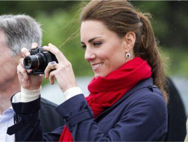 """Saiba o motivo """"estratégico"""" por trás do hábito de Kate Middleton de clicar os próprios filhos"""