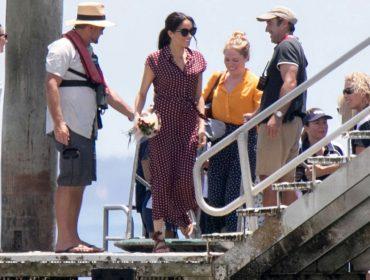 Vestido de R$ 422 usado por Meghan Markle em visita a ilha australiana já está esgotado