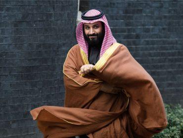 """Preocupado com a própria segurança, príncipe saudita """"se muda"""" para mega-iate de R$ 2,3 bi"""