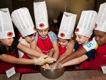 """Em clima de Mês das Crianças, Rubaiyat arma edição especial do projeto """"Pequeno Chef"""""""